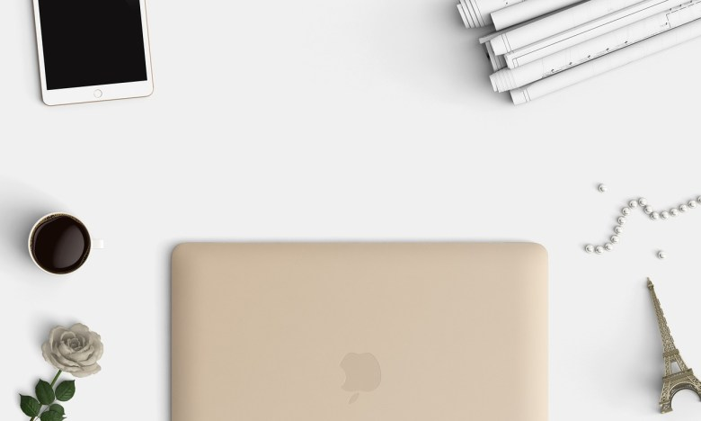 deskspace-macbook