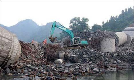 China Bridge collapsekills5-injures8