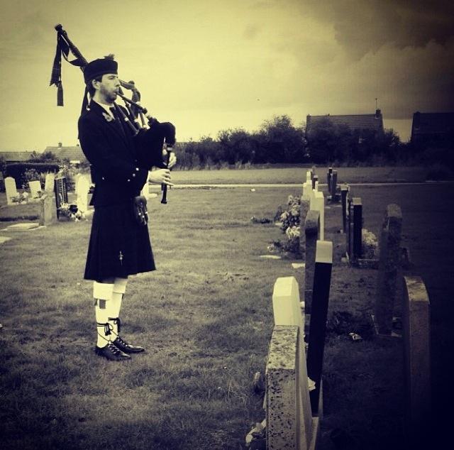 Image of Matthew McRae bagpiping graveside in Kent