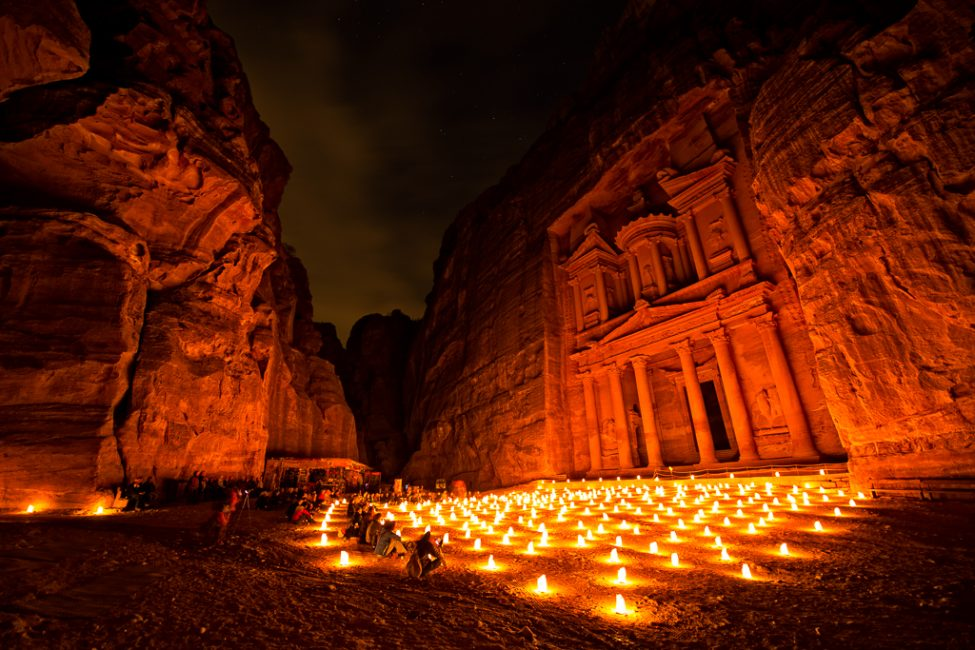 https://i2.wp.com/theplanetd.com/images/Petra-by-Night.jpg
