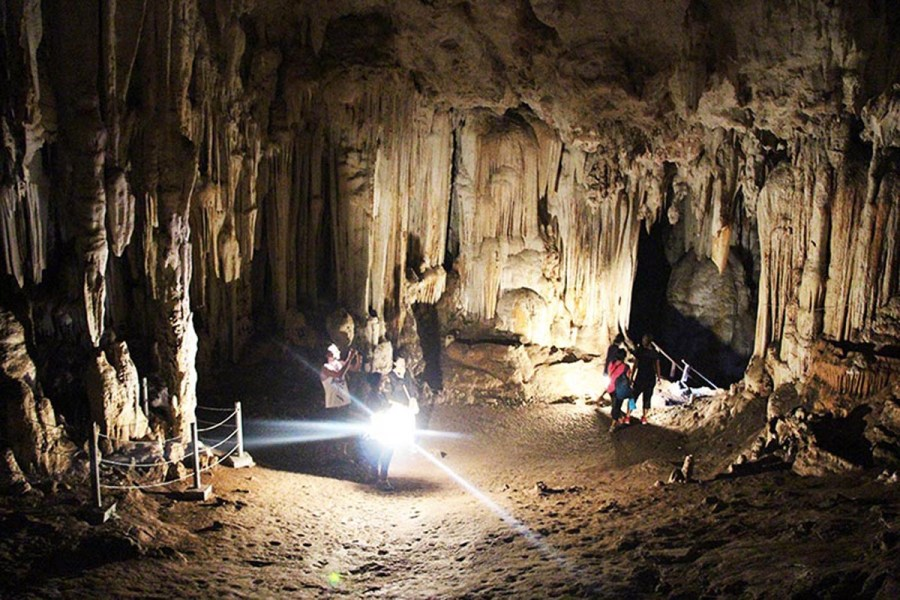 what to see in pai tham lod cave