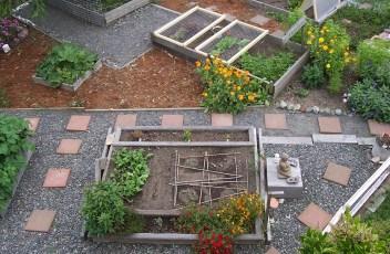 garden-509550_1280