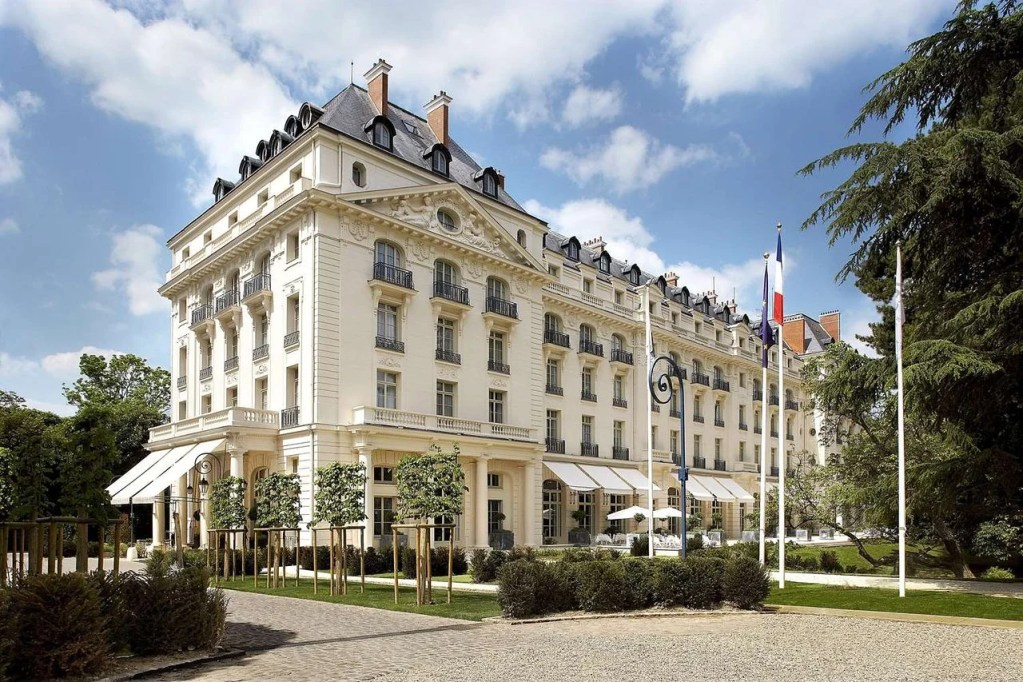 Trianon Palace Front - 5 great Hilton Honors redemptions in Europe