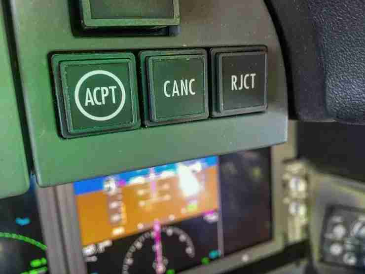The CPDLC control panel on the 787 Dreamliner. (Image by Charlie Page/The Points Guy)