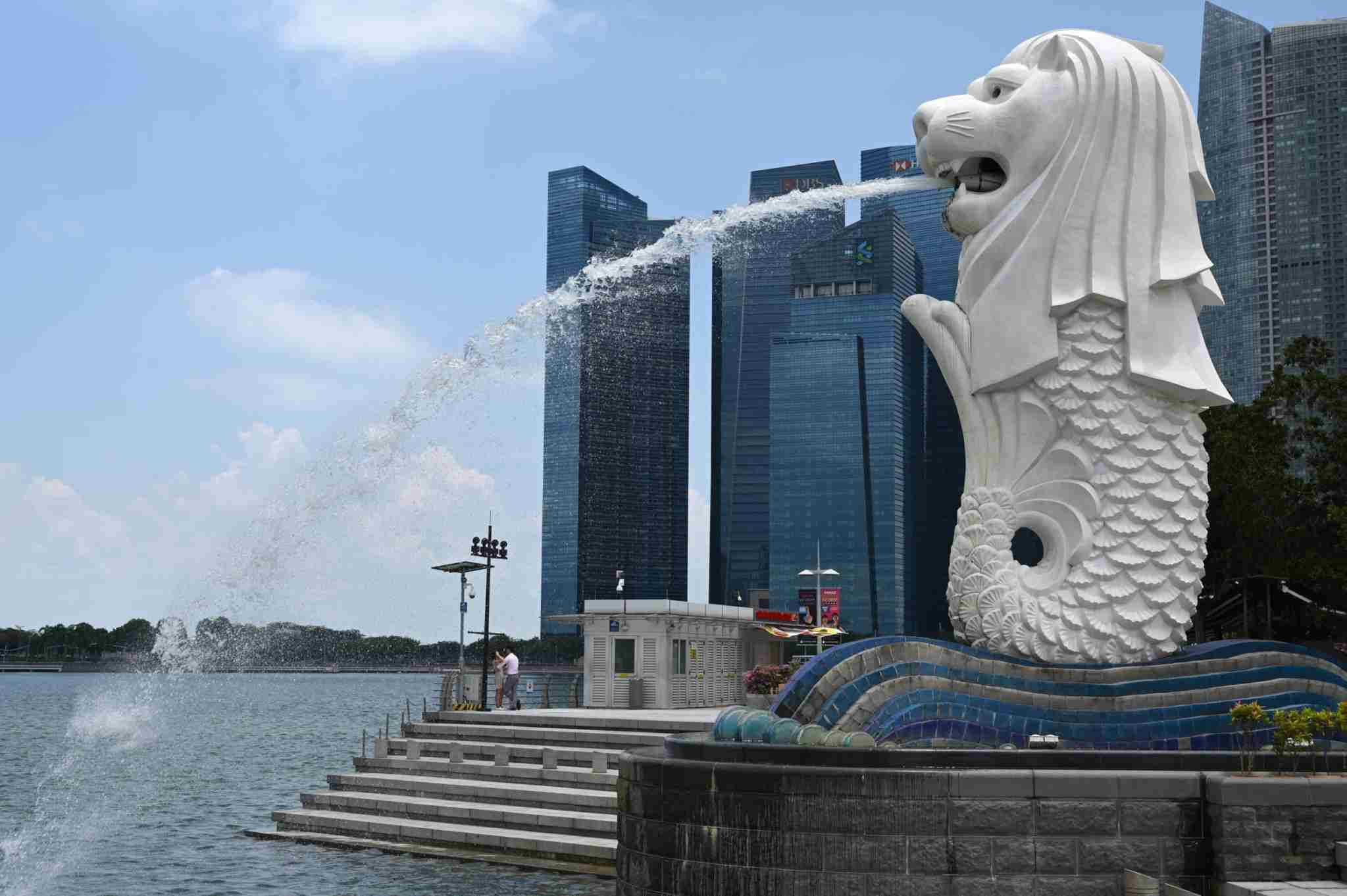 The Merlion statue is seen in Singapore on April 2, 2020, as the government slowly tightens restrictions to combat the spread of the COVID-19 novel coronavirus. (Photo by Roslan RAHMAN / AFP) (Photo by ROSLAN RAHMAN/AFP via Getty Images)