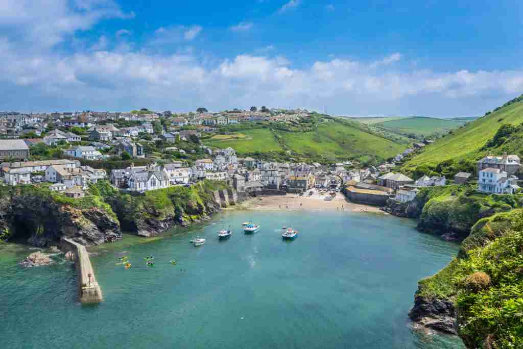 United Kingdom, South West England, Cornwall, Port Isaac, view of the harbour and the village