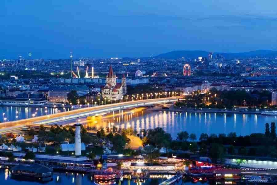 Get 2x United MilagePlus miles for flights on Austrian Airlines EWR-VIE