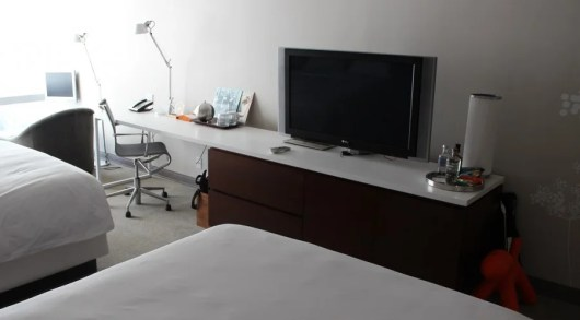 Andaz West Hollywood TV and desk