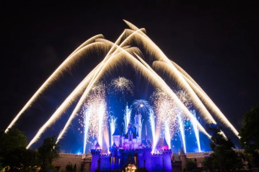 Ooh and aah over the fireworks at Walt Disney World in Orlando (Image courtesy of Shutterstock)