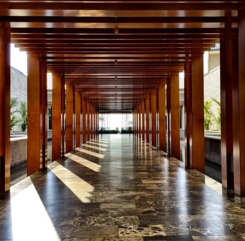The chic open-air lobby of the Andaz Maui definitely gives me Asian vibes.