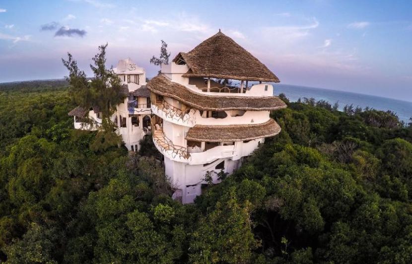 In lieu of a typical hotel, why not tree a cool rental, like a treehouse in Watamu, Kenya. Photo courtesy of FlipKey.