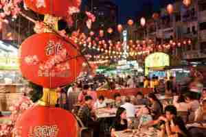 Street food in Jalan Alor. Photo courtesy of Shutterstock.