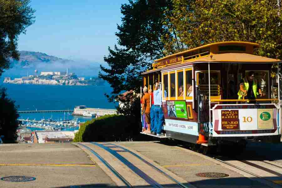 Cable car and a view of Alcatraz (Photo courtesy of Pius Lee / Shutterstock)