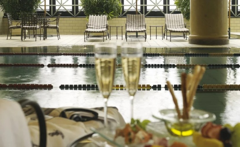 Drinks by the pool, anyone?