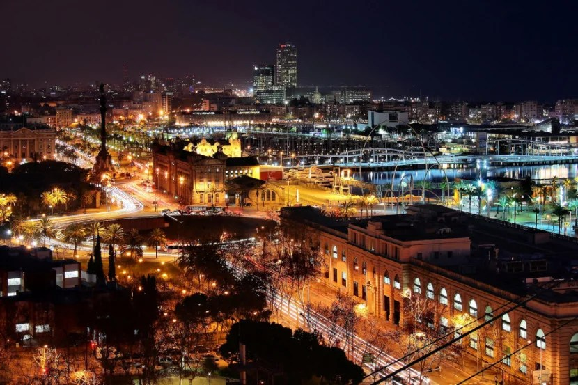 Barcelona comes alive at night, so if you have time, try to get out on the town. Photo by Jorge Franganillo / Flickr.