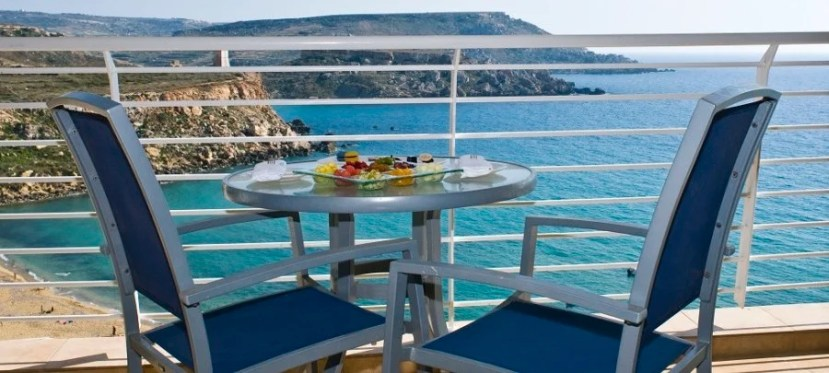 It's hard to beat al fresco dining with a gorgeous view of the Mediterranean!