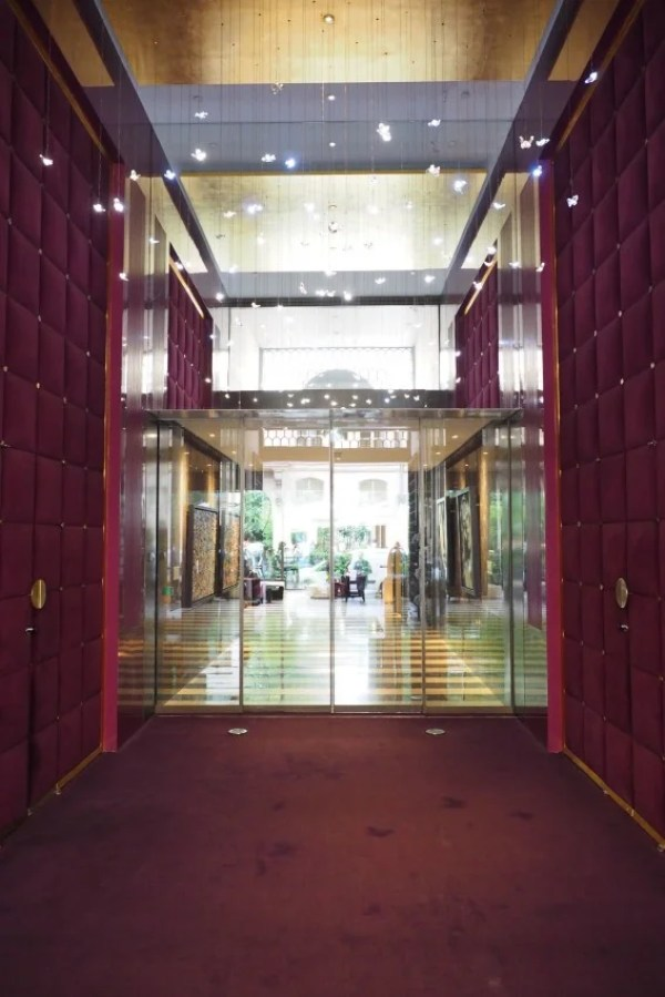 The Mandarin Oriental makes an impact upon entering.