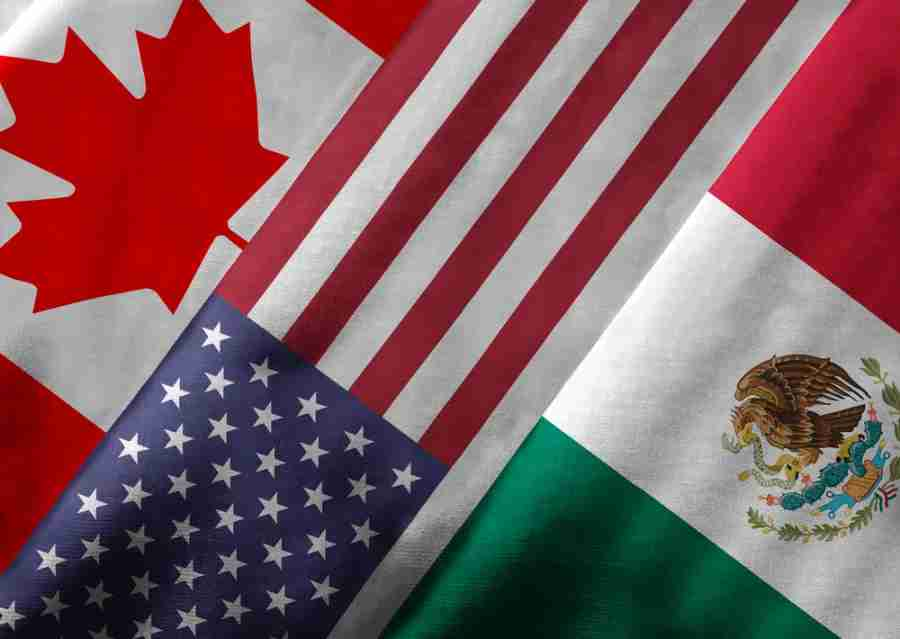 SENTRI is available to US citizens/residents traveling back to the US from Canada and Mexico. Image courtesy of Shutterstock.