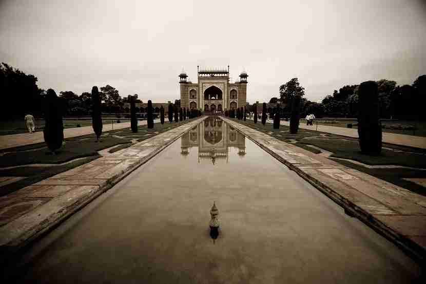 The South Gate is a building on its own. This is what it looks like if you face it, with your back to the Taj.