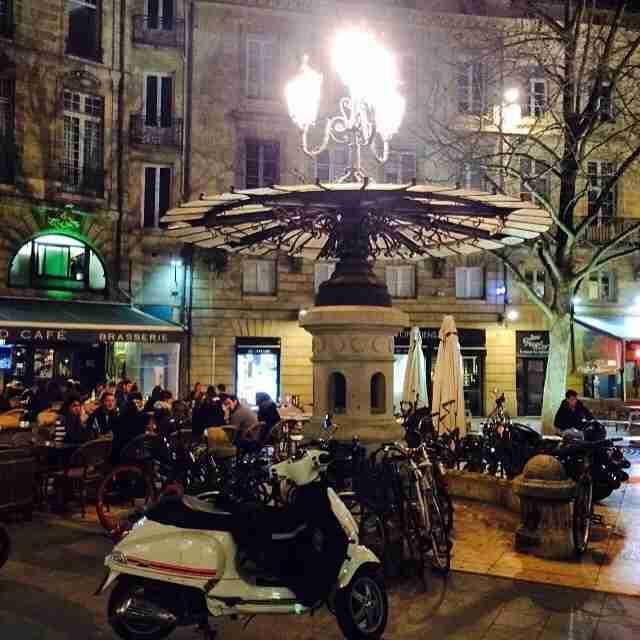 Et voila: the lovely historic center of Bordeaux.