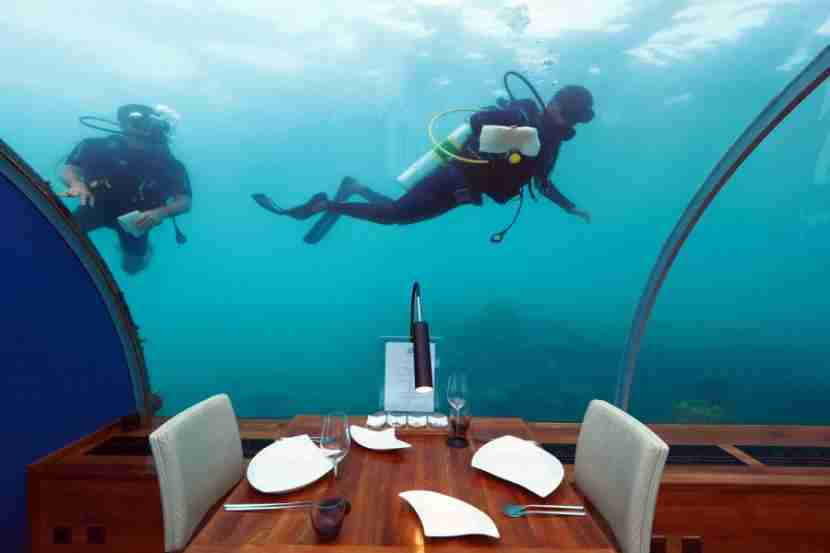 Ithaa Underwater Restaurant - Cleaning