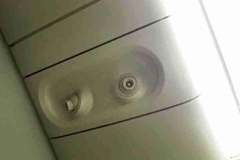 Unlike some international carriers, United offers individual air vents on its 777-200.