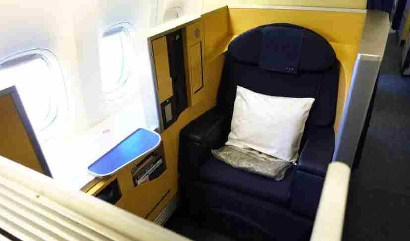 "A first-class ""cube"" seat on ANA"