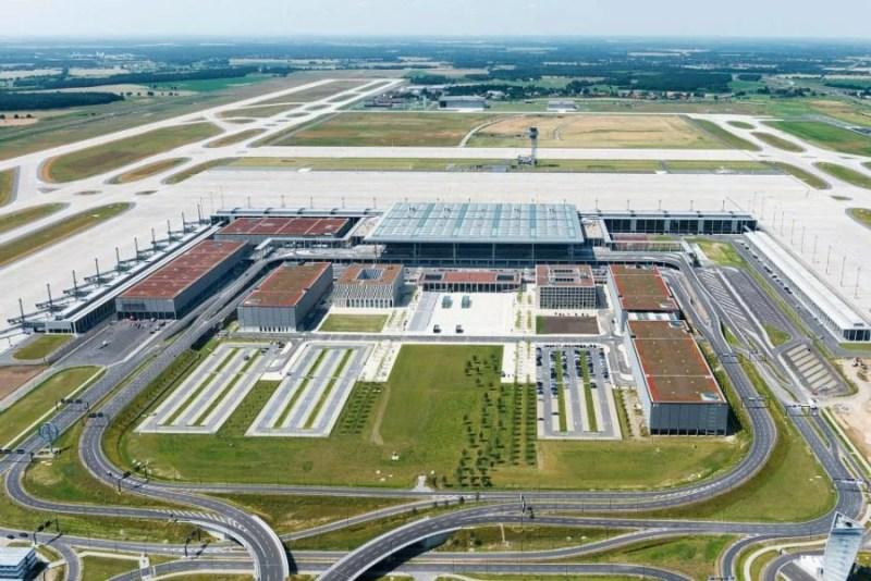 Its runways still sit empty. Günter Wicker : Flughafen Berlin Brandenburg GmbH