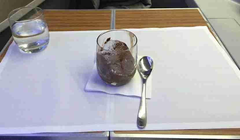 AA 777-200 biz dessert