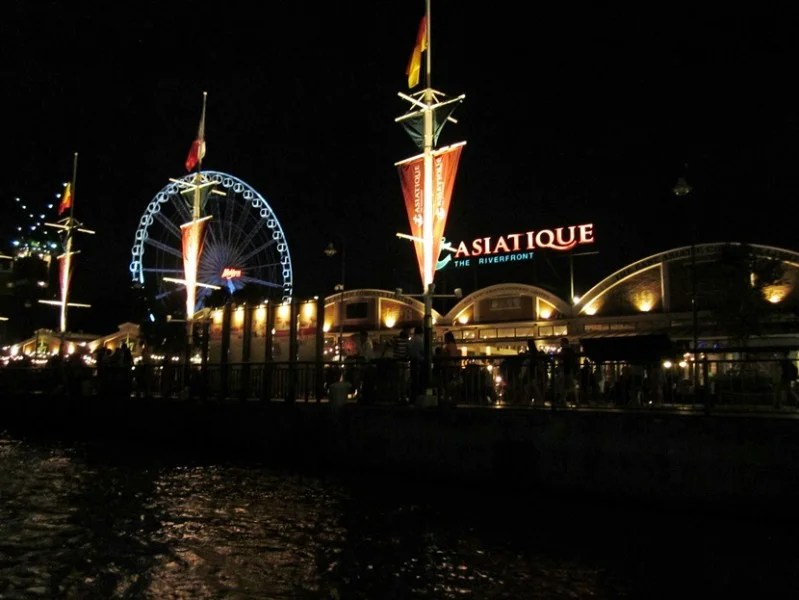Asiatique is a great place to shop, but when you are hot and tired, a ride on the Sky ferris wheel is perfect
