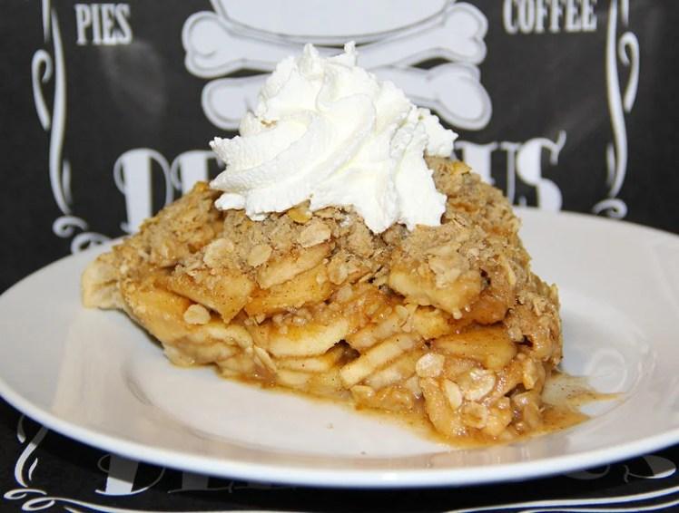 dangerously-delicious-apple-crumb-pie