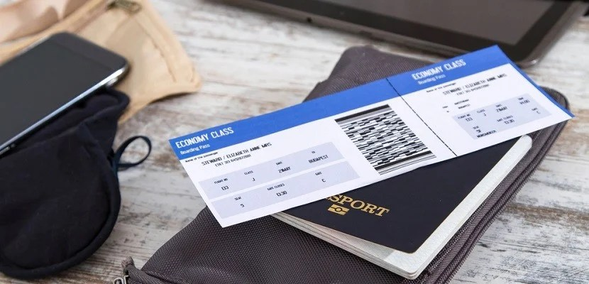 Boarding pass airline ticket featured shutterstock 215557999