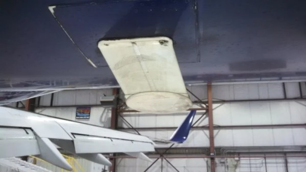 The ATG antenna based at the bottom of the plane. Photo by the author.