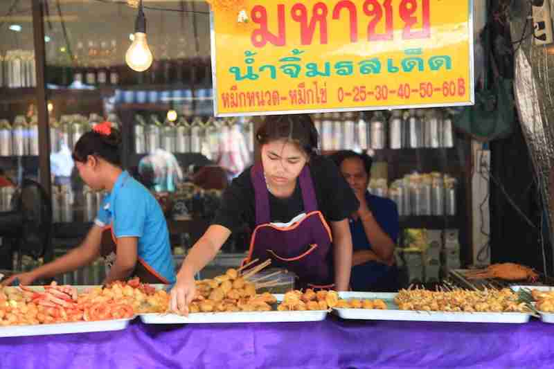 At markets like Chatuchak, push your comfort zone with tasty delights, often served on skewers.