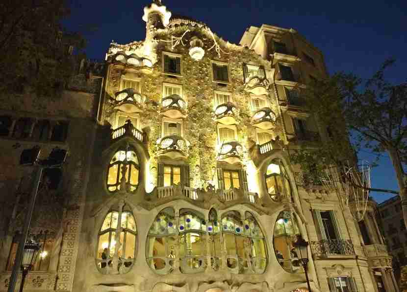 The Casa Batlló at night.
