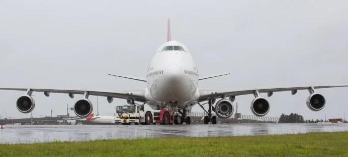 The spare engine sits underneath the wing of the 747, between the fuselage and engine number two. Image courtesy of Qantas