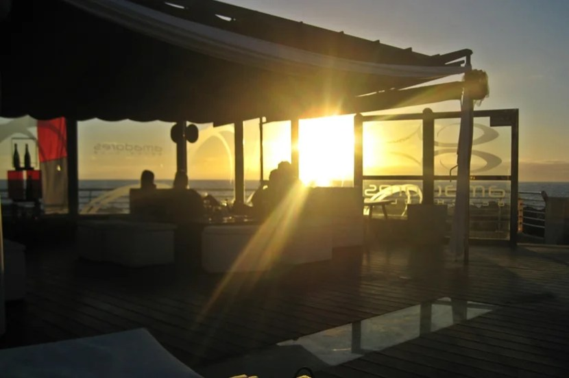 Enjoying a beautiful sunset from Amadores Beach Club. Image courtesy of Lori Zaino.