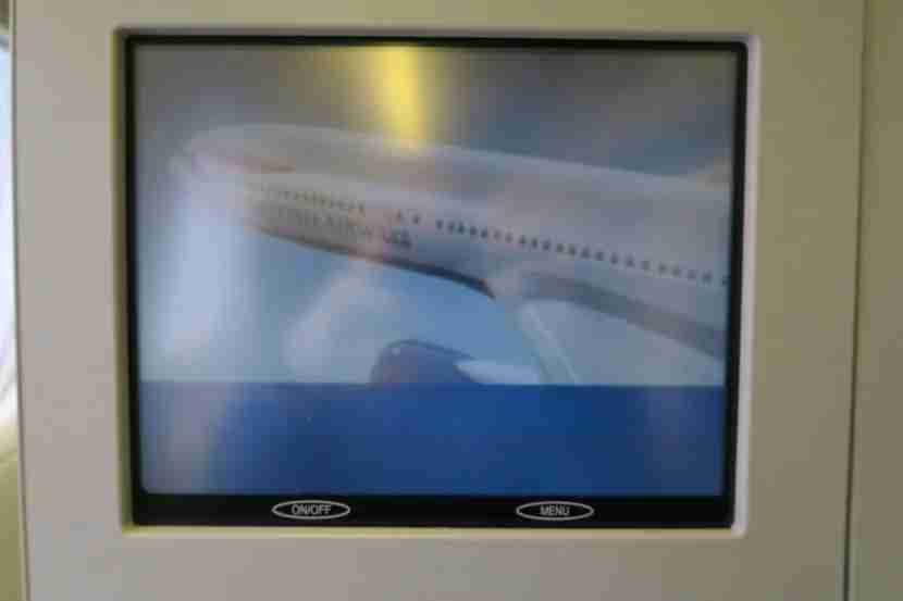 The in-flight entertainment screen suffered from the same glare and lack of clarity that we experienced on the 747.