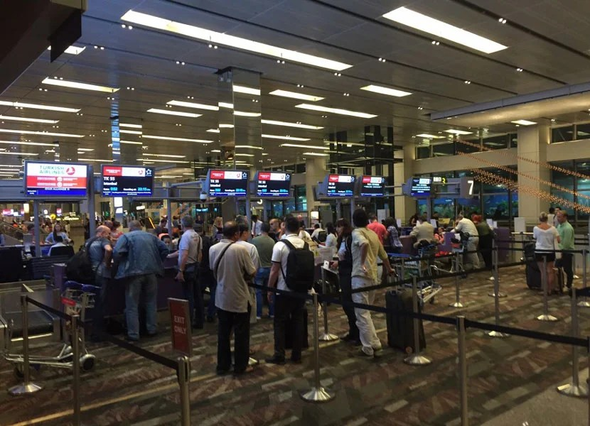 The Turkish Airlines check-in row at SIN's Terminal 1.