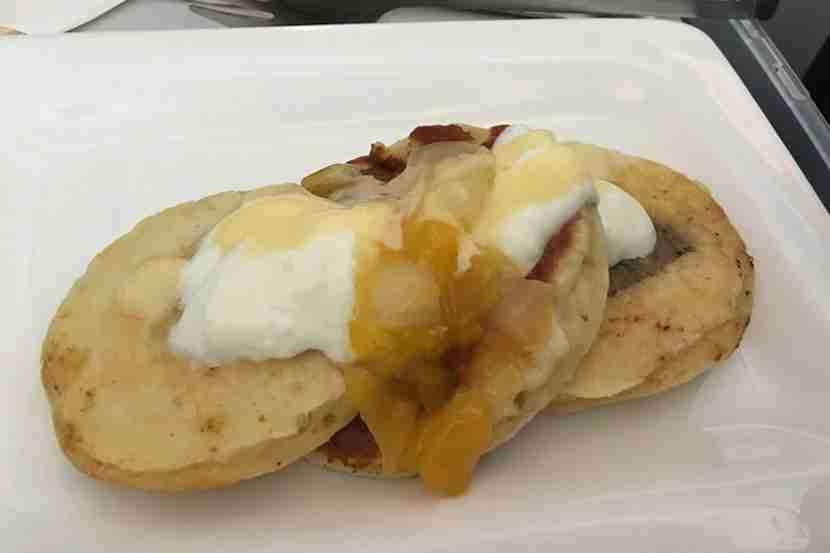 I thoroughly enjoyed the banana coconut hot cakeswe had for breakfast.