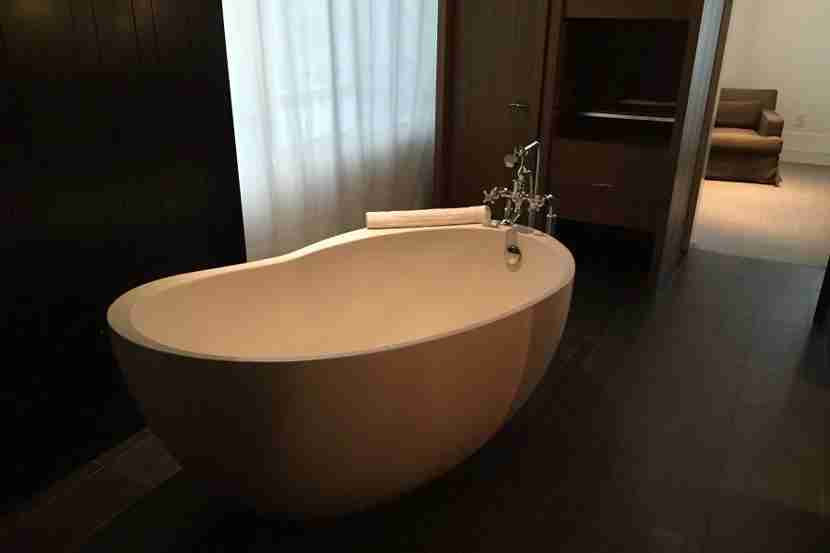 The luxurious bathtub in our room.