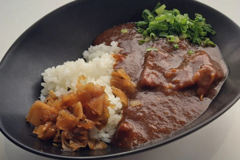 If you haven't tried Japanese curry-rice during your trip, the Sakura lounge is the perfect chance.