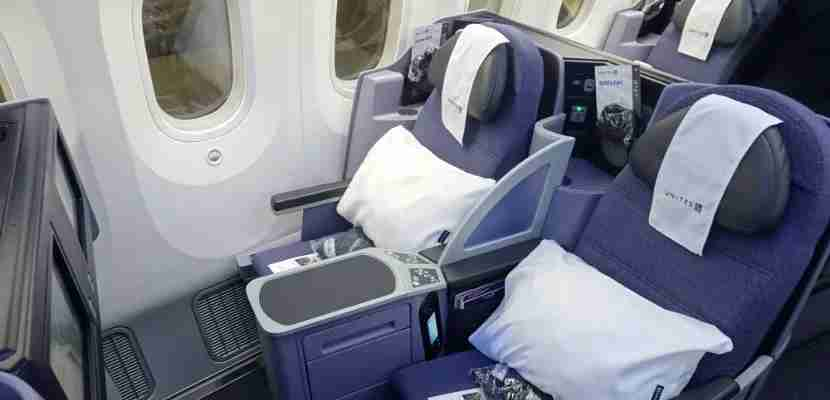 united dreamliner business featured