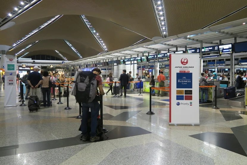 At KUL, the JAL business class and Oneworld elites check-in line was much shorter than the economy check-in line.