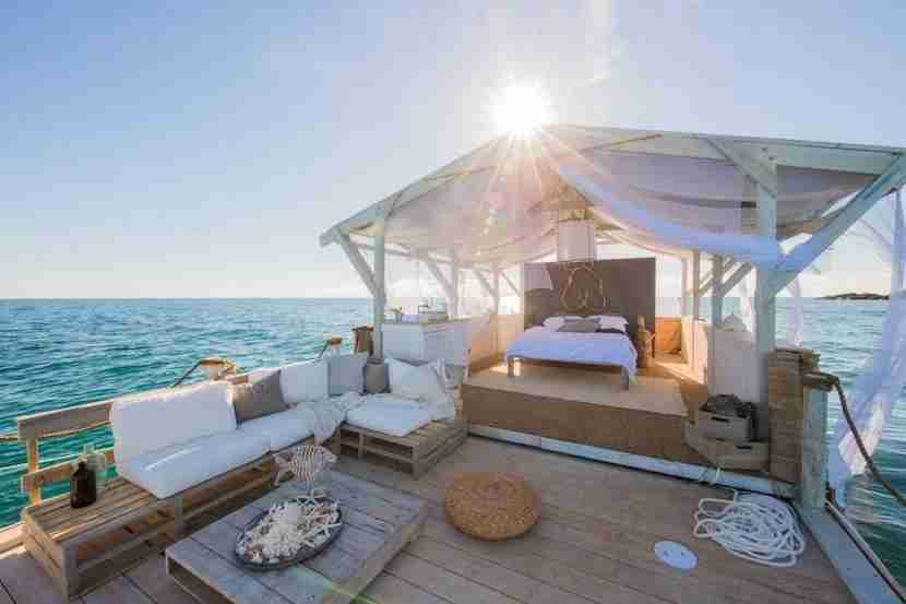 Picture yourself floating along the Great Barrier Reef in these sweet digs. Image courtesy of Airbnb.