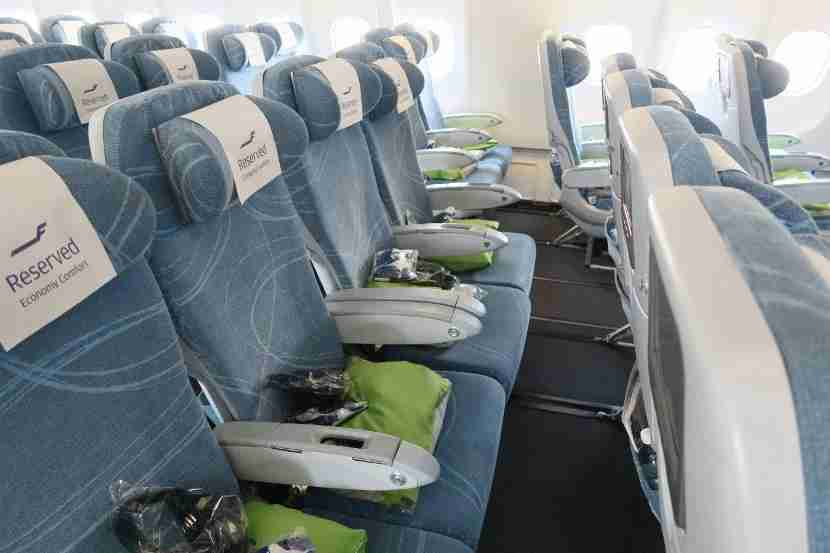 The double arm rest between the two middle seats provided some extra space for passengers stuck in a middle seat.