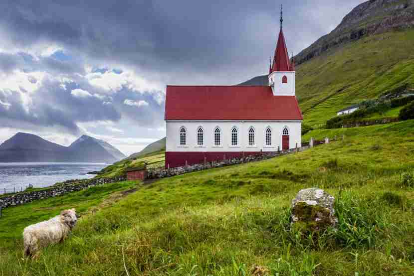 Come baaaack to the Faroes! Image courtesy of Shutterstock.