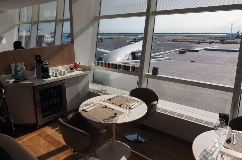 The separate room upstairs in the Air France lounge for La Première passengers is where you can get full service.