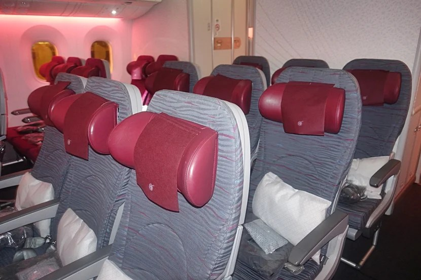 Review: Qatar Airways 787-8 Dreamliner From Doha to Madrid