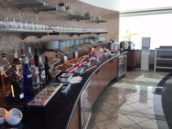 The Air France – KLM Lounge offers an open bar as well as free refreshments. Image courtesy of Priority Pass.